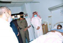 Photo of محافظ القريات يزور رجل الامن بمستشفى القريات العام