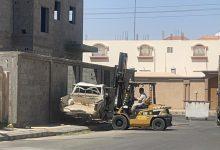 Photo of بلدية محافظة طبرجل تزيل 12 سيارة تالفة من الأحياء والشوارع