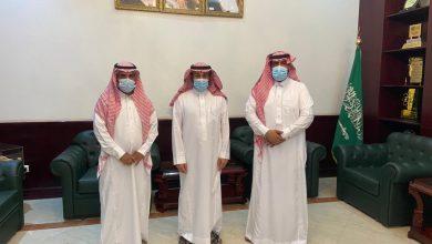 Photo of محافظ القريات يلتقي مدير مكتب البريد بالمحافظة