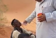 Photo of مواطن من حائل ينقذ وافدين تقطعت بهم السبل في صحراء النفود