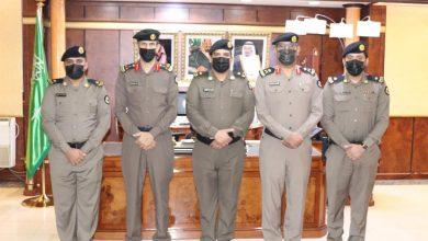 Photo of مدير شرطة تبوك يقلد عدد من الضباط رتبهم الجديدة