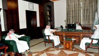 Photo of محافظ القريات يلتقي رئيس مركز العيساوية ورئيس البلدية